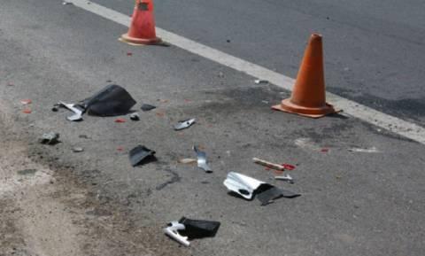 Απίστευτο τροχαίο στην Αμαλιάδα: Δύο αυτοκίνητα «εισέβαλαν» σε καφετέρια (pics)