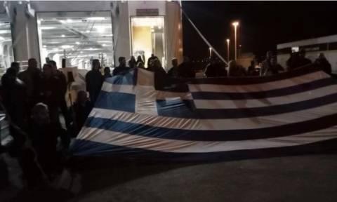 Συλλαλητήριο Αθήνα: Εκατοντάδες Κρητικοί με κατσούνες και στιβάνια στην πλατεία Συντάγματος (vid)