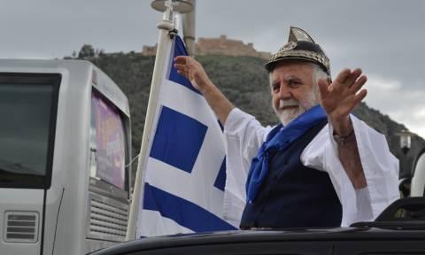 Συλλαλητήριο Αθήνα: Οι εικόνες που θα μείνουν στην Ιστορία – Οι Κολοκοτρώνηδες και ο λυράρης