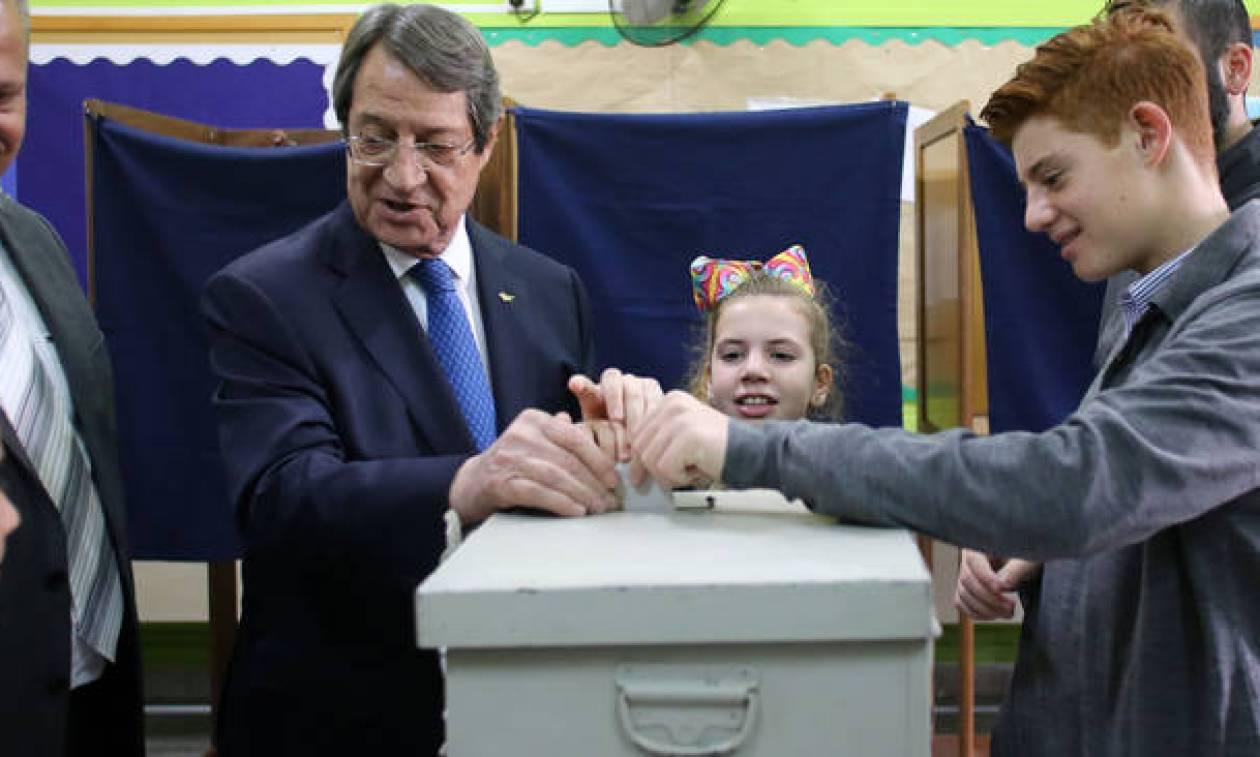 Εκλογές Κύπρος: Άσκησε το εκλογικό του δικαίωμα ο Αναστασιάδης