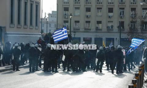 Συλλαλητήριο Αθήνα: Σύλληψη ατόμου για τα επεισόδια στα Προπύλαια