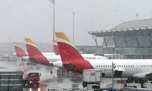 Το απόλυτο χάος στην Ισπανία: Ακύρωση πτήσεων και κλειστά σχολεία λόγω του χιονιά (pics)