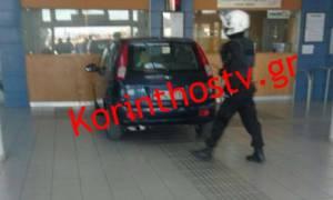 Απίστευτο περιστατικό στην Κόρινθο: Μπήκε με το αυτοκίνητό του στα εκδοτήρια Προαστιακού (pics+vid)