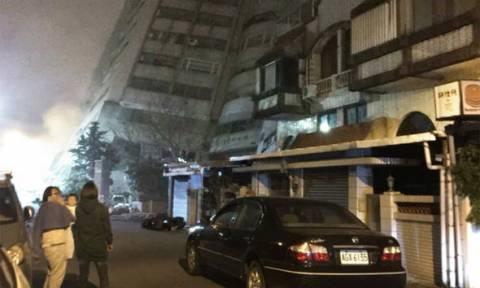 Σεισμός 6,4 Ρίχτερ στην Ταϊβάν: Κατέρρευσε ξενοδοχείο, φόβοι για εγκλωβισμένους (pics&vid)