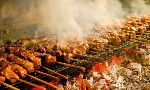 Τσικνοπέμπτη 2018: Τι γιορτάζουμε και γιατί ψήνουμε κρέας