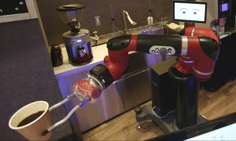 Viral: Αυτό είναι το πρώτο ρομπότ που φτιάχνει και σερβίρει καφέ στο Τόκιο (Vid)