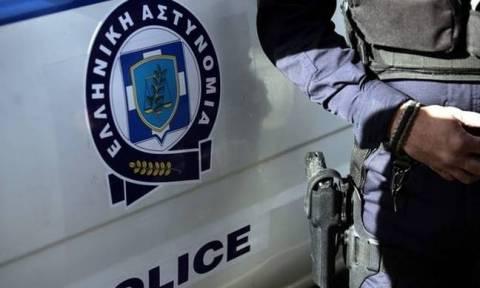 Μενίδι: Άγνωστοι επιτέθηκαν σε αστυνομικό - Του έκλεψαν το όπλο και το πορτοφόλι