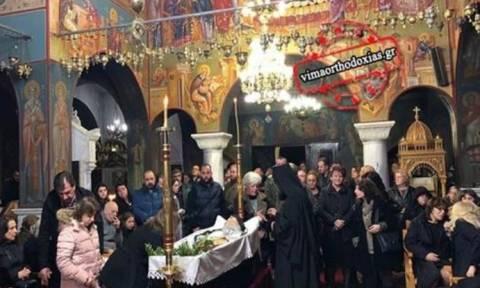 Σε λαϊκό προσκύνημα η σορός του γέροντα Νεκτάριου Βιτάλη
