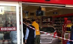 Χαλκιδική: Αυτοκίνητο «καρφώθηκε» σε σούπερ μάρκετ - Ένας τραυματίας (pics)