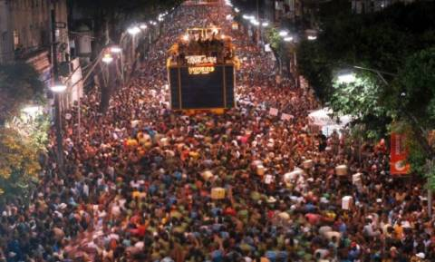 Βραζιλία: Άνοιξε η αυλαία για το διασημότερο καρναβάλι του κόσμου! (pics)