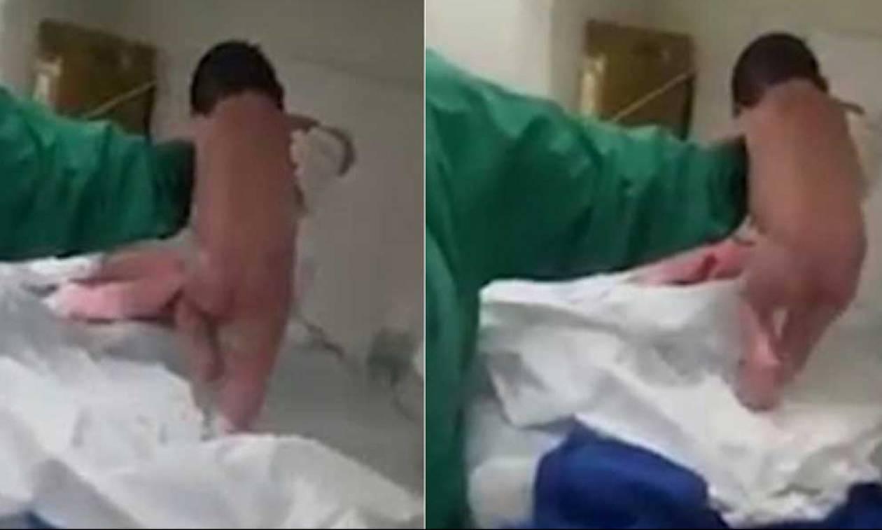 Μωρό περπατά αμέσως μετά τη γέννησή του και οι γιατροί παθαίνουν σοκ... (Video)