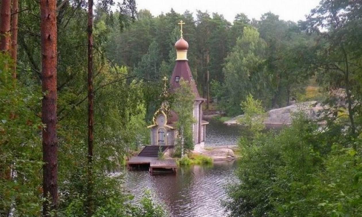 Το εκκλησάκι που επιπλέει (pics)
