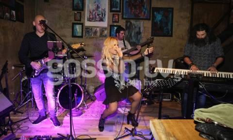 Η Μαρία Ανδρούτσου ροκάρει με την μπάντα της!