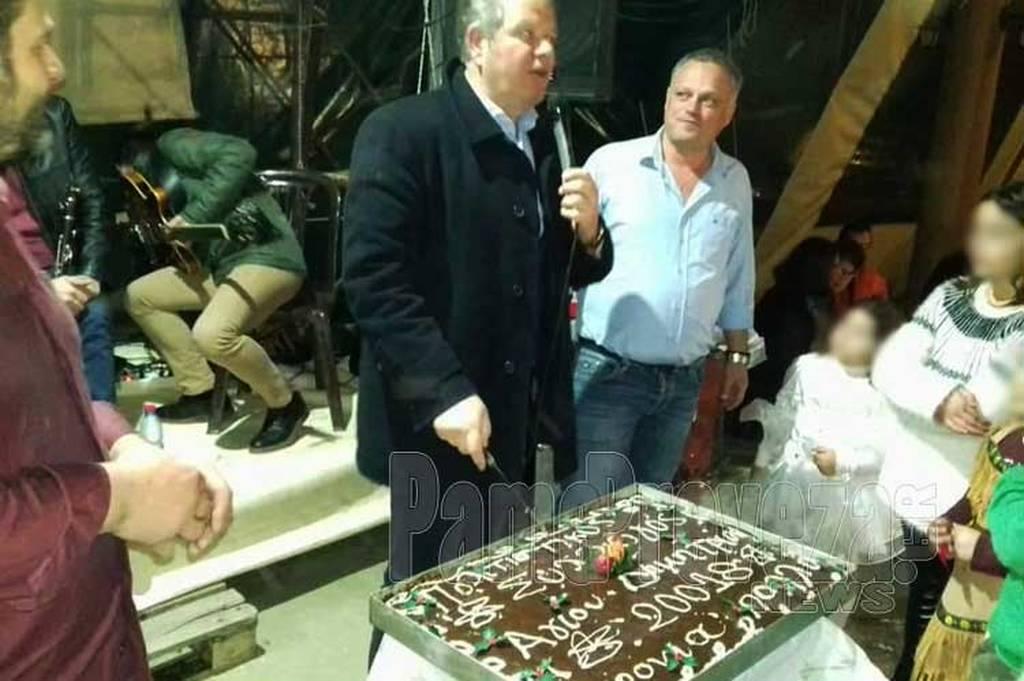 Viral φωτογραφία: Δείτε που έκοψαν βασιλόπιτα για το 20.018! (photo)