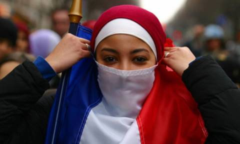«Πόλεμο» με το Ισλάμ ξεκινά ο Μακρόν στη Γαλλία
