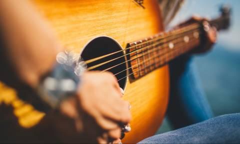 Θρήνος στην παγκόσμια μουσική σκηνή: Πέθανε διάσημος τραγουδιστής σε ηλικία 46 ετών