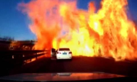 Βίντεο-Σοκ: Δείτε καρέ-καρέ την έκρηξη βυτιοφόρου που μετέτρεψε αυτοκινητόδρομο σε κόλαση φωτιάς