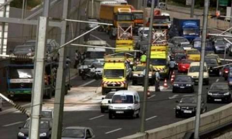 Κυκλοφοριακό έμφραγμα στους δρόμους της Αθήνας - Καραμπόλα 7 αυτοκινήτων στην Αττική Οδό