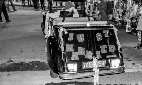Χαμός στην Πάτρα με το γάμο της Γιαννούλας της Κουλουρούς (Δείτε φωτογραφίες)