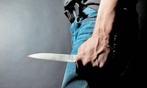 Άγρια συμπλοκή στην Κρήτη: Μαχαίρωσε τον φίλο του στο λαιμό μέσα σε καφετέρια