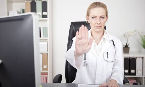 ΕΟΠΥΥ: Οι οικογενειακοί γιατροί γυρίζουν την πλάτη στις συμβάσεις - Το υπ. Υγείας αναζητά λύσεις