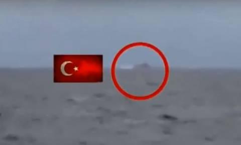 Βίντεο ντοκουμέντο: Δείτε την τουρκική φρεγάτα «Barbaros» να αλωνίζει στα ανοιχτά του Καφηρέα (vid)