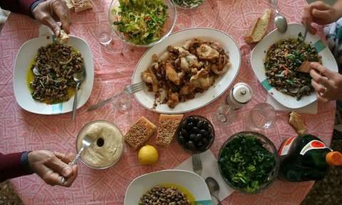 ΚΕΠΚΑ: Συμβουλές για το σαρακοστιανό τραπέζι - Τί πρέπει να προσέξουν οι καταναλωτές