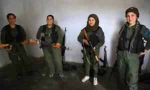Οι γυναίκες που σκοτώνουν τους Τούρκους στρατιώτες: «Πολεμάμε για την πατρίδα και τα παιδιά μας»