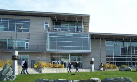 Συναγερμός στις ΗΠΑ: Πληροφορίες για πυροβολισμούς σε κολλέγιο στην Ουάσινγκτον