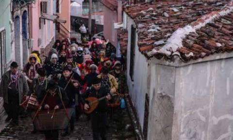 Μυτιλήνη: Αναβίωσε το έθιμο της περικεφαλαίας στην Αγιάσο (pics)