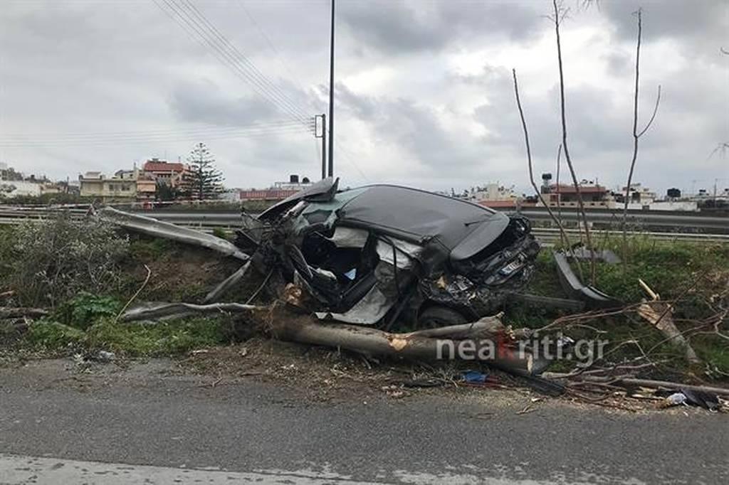 Σοκαριστικό τροχαίο στην Κρήτη: «Ιπτάμενο» αυτοκίνητο ξήλωσε δέντρα (pics)