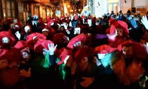 Απόκριες - Ναύπλιο: Πλήθος κόσμου στο Βενετσιάνικο καρναβάλι (pics&vid)