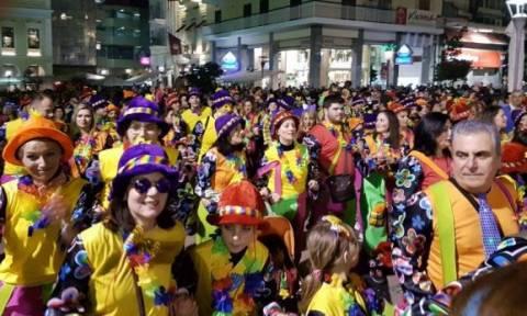 Πατρινό καρναβάλι: Μοναδική νυχτερινή παρέλαση (pics+vid)