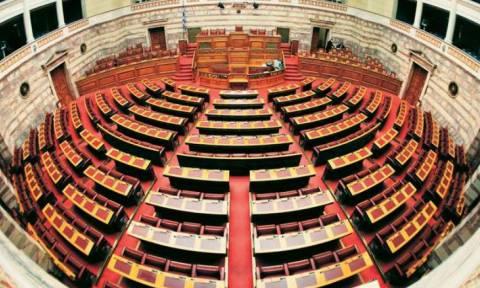 Απόκριες 2018 - Απίστευτο: Δείτε ποιος Έλληνας βουλευτής ντύθηκε καρναβάλι (pics)