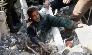 «Λουτρό αίματος» στη Συρία: Στους 71 οι νεκροί από τον βομβαρδισμό της Γούτα (ΣΚΛΗΡΕΣ ΕΙΚΟΝΕΣ)