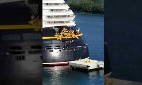 Καπετάνιος κρουαζιερόπλοιου έκανε τη λάθος κίνηση! Το αποτέλεσμα δεν του άρεσε καθόλου (video)