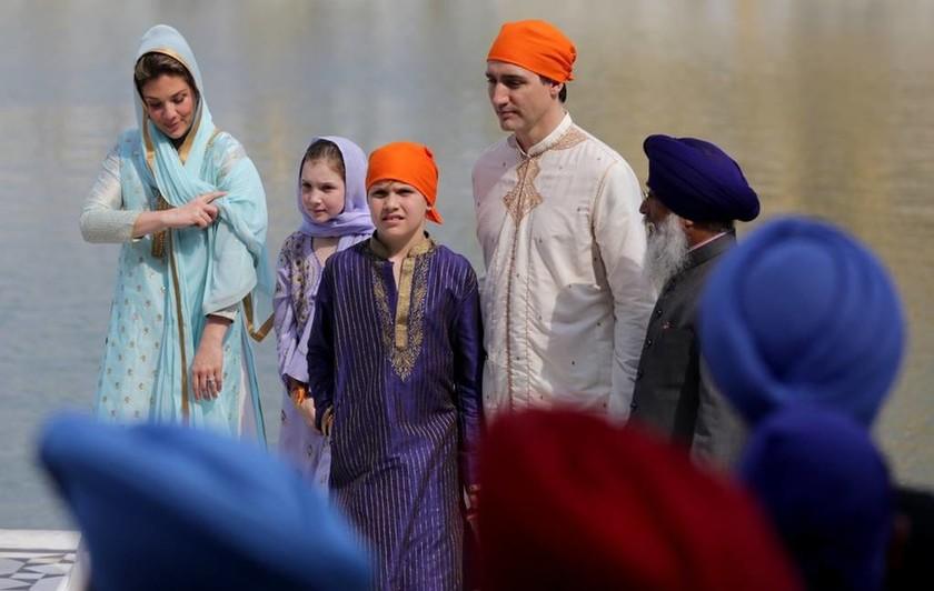 Απίστευτο τρολάρισμα στον Τριντό που ντύθηκε… Bollywood κατά την επίσκεψή του στην Ινδία! (pics)