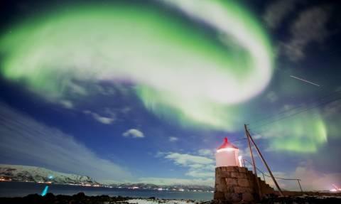 Εμφανίστηκαν τα πολύχρωμα ουράνια φώτα του Βορρά (pics)