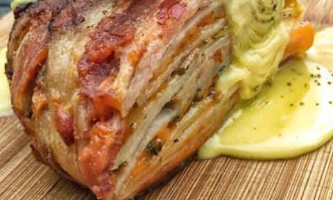 Κολασμένο Σνακ! Πίτα με λουκάνικο, πατάτες, τυρί και μπέικον!