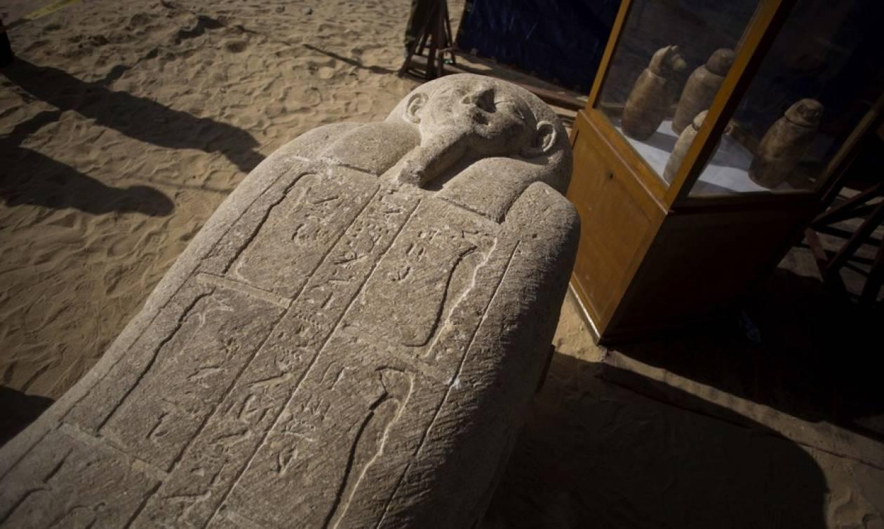 Σπουδαία αρχαιολογική ανακάλυψη στην Αίγυπτο: Βρήκαν την «αρχαία πόλη των νεκρών» (pics)