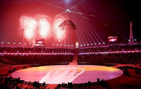 «Έκρηξη» χρωμάτων στην τελετή λήξης των Χειμερινών Ολυμπιακών Αγώνων (pics)