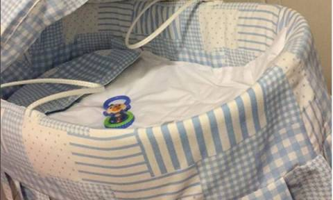 Ελληνίδα δημοσιογράφος ανέβασε την πρώτη φωτογραφία του μωρού της, από το μαιευτήριο