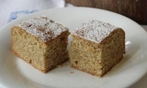 Εύκολη συνταγή για νηστίσιμο κέικ με ρούμι