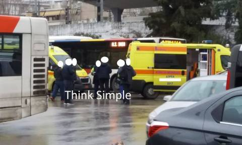 Τραγωδία στη Θεσσαλονίκη: Γυναίκα πέθανε μέσα στο λεωφορείο (pics)