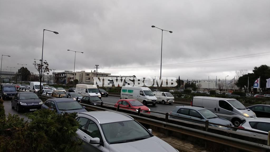 Κυκλοφοριακό χάος στην Αττική λόγω κακοκαιρίας – Ποιους δρόμους να αποφύγετε
