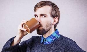 Τι πίνεις κάθε πρωί; Αυτό είναι το απόλυτο ρόφημα όταν ξυπνάς!