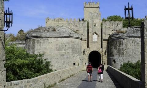 Ρόδος: Ικανοποιημένοι αποχωρούν από το νησί οι ξένοι τουρίστες