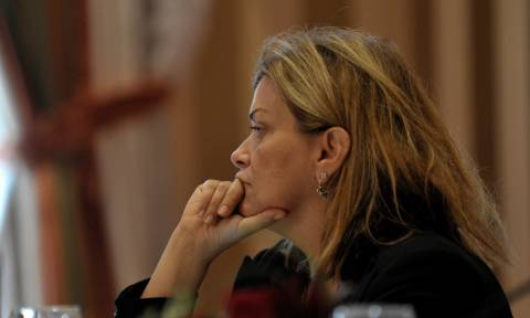 O Τσίπρας «παραίτησε» τη Ράνια Αντωνοπούλου μετά το σάλο με το επίδομα ενοικίου