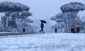 Φονικός χιονιάς «χτυπά» την Ευρώπη: Δέκα νεκροί από το σιβηρικό ψύχος (pics+vids)