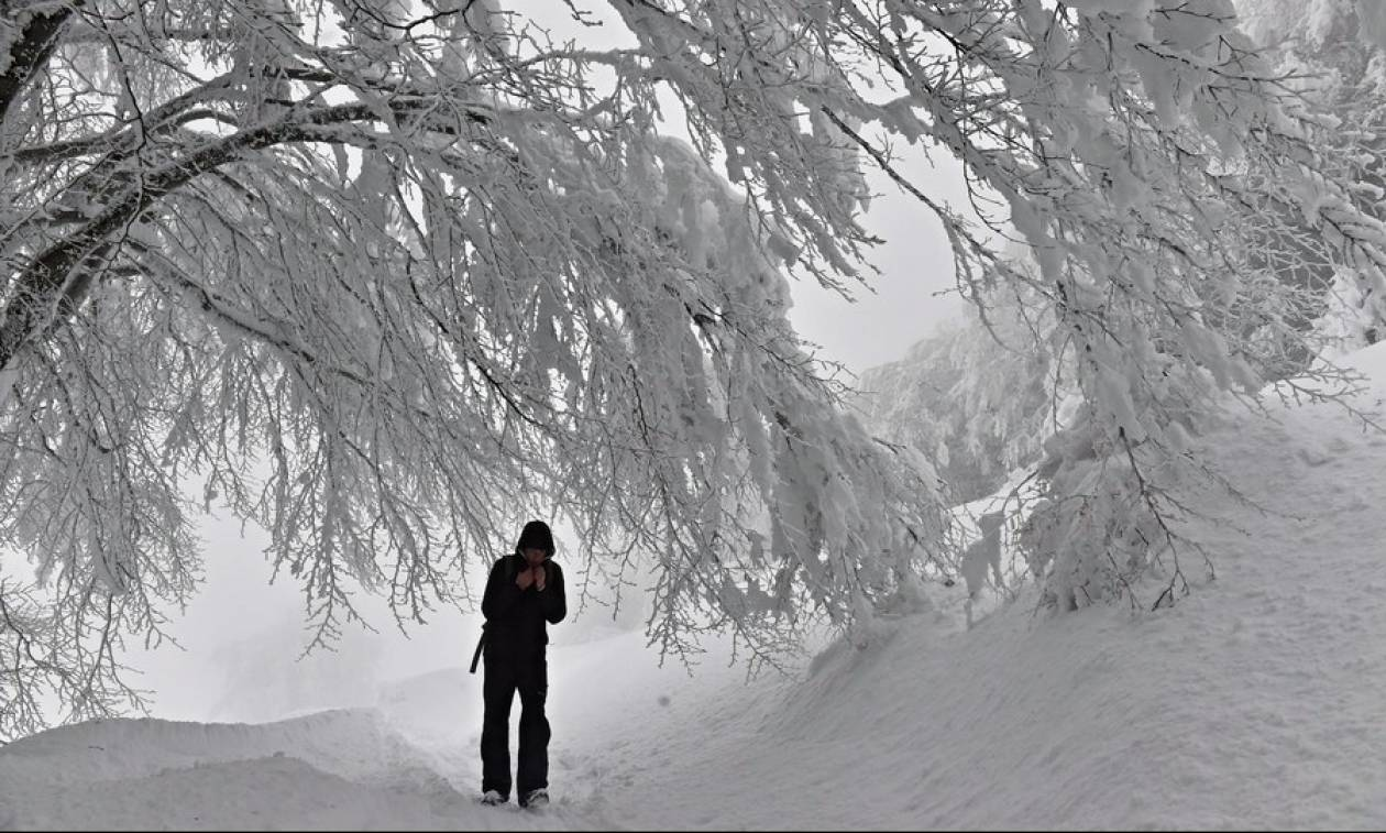 Στο έλεος του χιονιά η Ρουμανία: Ένας νεκρός - Ακυρώθηκαν δρομολόγια τρένων